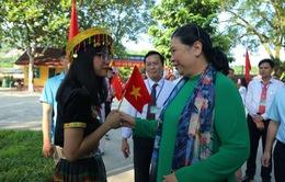 Đồng chí Tòng Thị Phóng dự khai giảng năm học mới tại Yên Bái