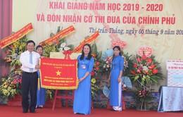PTTg Phạm Bình Minh trao Cờ thi đua đơn vị xuất sắc của Thủ tướng trong lễ khai giảng tại Bắc Giang