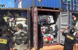 Indonesia trả lại hàng trăm container rác thải nhập khẩu
