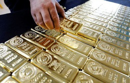Giá vàng thế giới giảm hơn 2%
