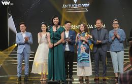 """VTV Awards 2019: Ê-kíp sản xuất """"Giai điệu tự hào"""" bất ngờ và xúc động khi nhận giải """"Chương trình của năm"""""""
