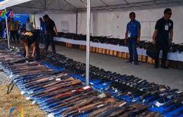 Lực lượng phiến quân Philippines giao nộp vũ khí