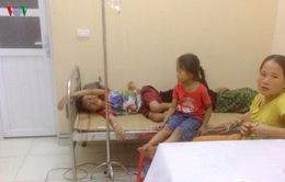 Ăn bánh dẻo mừng tân gia, 40 người ngộ độc phải nhập viện
