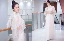 Dương Cẩm Lynh khoe nhan sắc trẻ trung với áo dài
