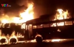 Tai nạn giao thông thảm khốc tại Ấn Độ, nhiều người bị thiêu cháy
