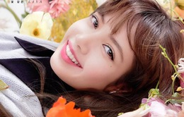 Lisa (BlackPink) rạng rỡ giữa muôn loài hoa