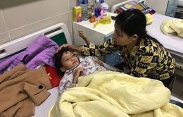 Cứu bé gái người Nùng khỏi căn bệnh hiếm gặp trong y văn thế giới