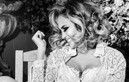 Jennifer Lopez quyến rũ chết người trong chiến dịch của Guess 2020
