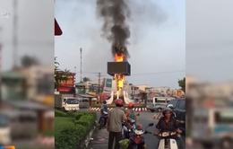 Cháy trụ đèn trang trí Tết vòng xoay thị xã Ngã Bảy