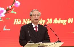Đồng chí Trần Quốc Vượng chúc Tết Văn phòng Trung ương