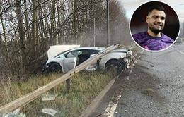Xe của thủ môn Sergio Romero gặp nạn trên đường tới sân tập Carrington