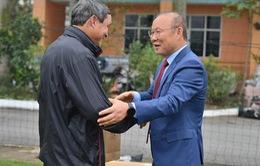 Trước khi ra sân bay về Hàn Quốc ăn Tết, HLV Park Hang-seo làm điều lay động lòng người