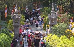 Không khí đi chùa đầu năm tại Nha Trang