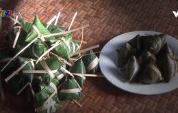 Độc đáo bánh chưng tam giác ở Lào