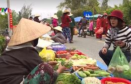 Chợ phiên ngày Tết bên phá Tam Giang