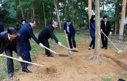 Đồng chí Trần Quốc Vượng dự Lễ phát động Tết trồng cây tại Tuyên Quang