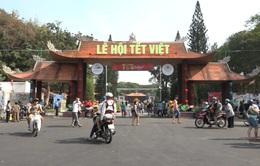 Khó khăn xử lý túi nylon tại Lễ hội Tết Việt 2020