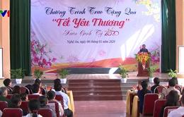 Phó Chủ tịch Thường trực Quốc hội Tòng Thị Phóng thăm, tặng quà Tết tại Nghệ An