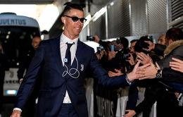 """Phát sốt vì Cris Ronaldo dùng iPod từ thời """"nhà Tống"""""""