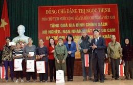 Phó Chủ tịch nước Đặng Thị Ngọc Thịnh thăm, tặng quà đối tượng chính sách tại Bắc Giang
