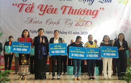 """Phó Chủ tịch Thường trực Quốc hội Tòng Thị Phóng trao quà """"Tết yêu thương"""" ở Hà Tĩnh"""