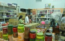 Thu giữ 2.000 sản phẩm không rõ nguồn gốc ở Vĩnh Long