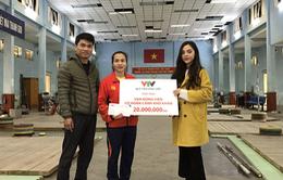 Quỹ Tấm lòng Việt trao tặng 20 triệu đồng cho Vương Thị Huyền - VĐV dành HCV SEA Games 30 môn cử tạ