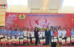 Phó Chủ tịch nước tặng quà Tết cho công nhân, người lao động tỉnh Hòa Bình
