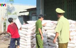 Thu giữ lượng lớn đường, bột ngọt không rõ nguồn gốc tại Phú Yên
