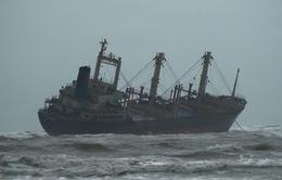 Giải cứu thành công 16 thuyền viên gặp nạn trên biển