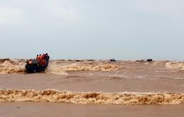 Gấp rút cứu hộ các thuyền viên gặp nạn trên biển