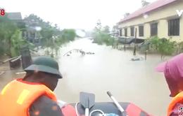 Thừa Thiên - Huế: Lực lượng vũ trang cứu trợ người dân vùng lũ