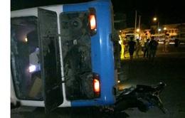 Ô tô chở công nhân va chạm với xe tải, 1 người tử vong, 17 người bị thương