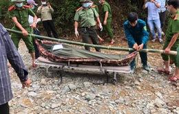 Sạt lở thủy điện Rào Trăng 3: Đưa thi thể nạn nhân tử vong đầu tiên ra ngoài