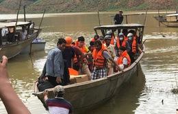Đường thủy - cách tiếp cận hiệu quả để hỗ trợ nạn nhân ở thủy điện Rào Trăng 3