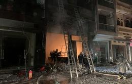Cứu 5 người kẹt trong cửa hàng kinh doanh gas bị cháy ở Hà Nội