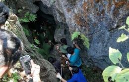 Đi tìm đá quý, nam thanh niên rơi xuống hang sâu 147m