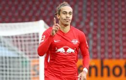 Thắng Augsburg, RB Leipzig giữ vững ngôi đầu