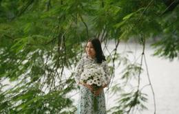 Lưu giữ khoảnh khắc ngày 20/10 với tờ áo dài trong tiết Thu se lạnh