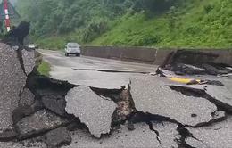 Nhiều tuyến đường Quảng Bình nứt nẻ, sụt lún, hư hỏng nặng