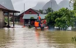 Quảng Bình: Chạy đua với thời gian cứu hộ người dân vùng lũ