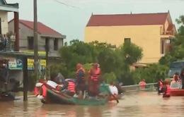 Quân đội, công an dốc sức cứu trợ người dân vùng lũ