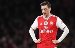 """Mesut Ozil & tình cảnh """"tiến thoái lưỡng nan"""" ở Arsenal"""