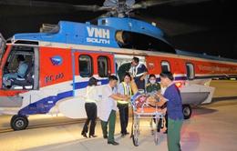 Trực thăng đưa 2 bệnh nhân từ Trường Sa về đất liền cấp cứu