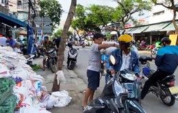 Người dân Đà Nẵng đổ xô mua đồ phòng, chống bão số 9