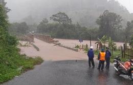 Nhiều nơi sạt lở nặng do mưa lũ