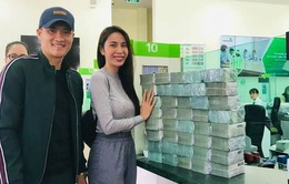 """Theo Thủy Tiên về miền Trung trao tiền, Công Vinh nói """"đếm tiền liệt tay"""""""