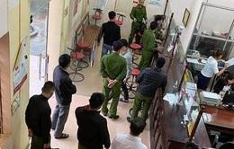 Mang súng ngắn đi cướp hơn 200 triệu đồng tại Agribank Lạc Sơn (Hòa Bình)