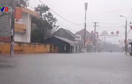 Hà Tĩnh: Nước lũ lên nhanh do mưa lớn