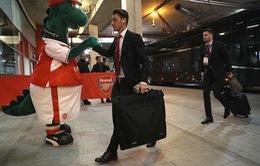 Phản ứng bất ngờ của Mesut Ozil sau khi Arsenal sa thải chú khủng long Gunnersaurus